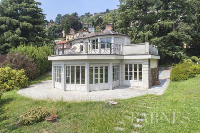 Luxury villa in few minutes from lake