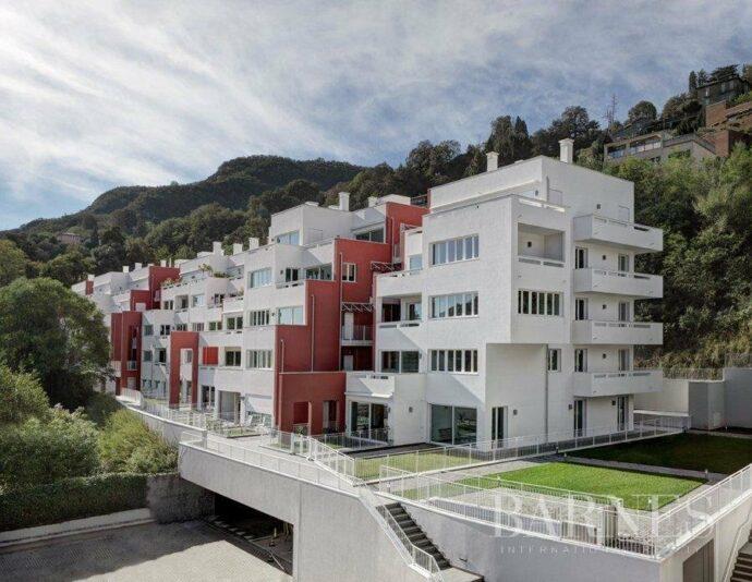 Prestigious apartments in a new complex in Como