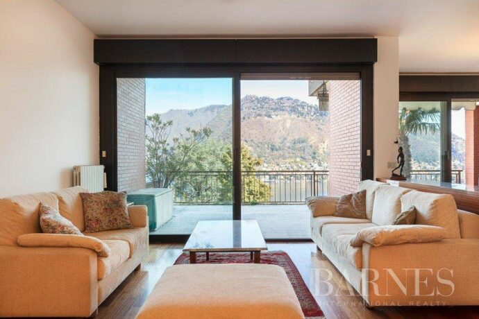 Panoramic townhouse in Como