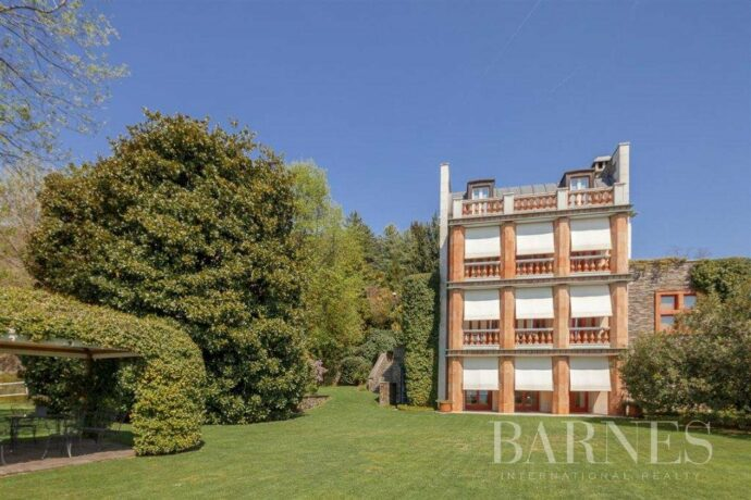 Villa with access to the lake designed and built by the architect Aldo Rossi
