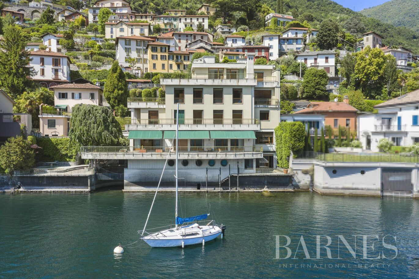 Waterfront property in Moltrasio