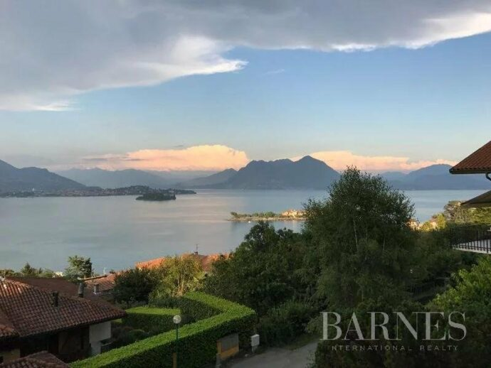 Villa in Baveno with a view of the lake